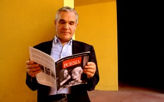 Ο Νικόλα Κροτσέτι εκδίδει από το 1980 το περιοδικό «Poesia», με τη μεγαλύτερη κυκλοφορία στην Ευρώπη. Μέχρι στιγμής έχει παρουσιάσει 3.300 ποιητές.