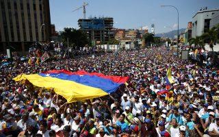 Η αναζωπύρωση της έντασης στη Βενεζουέλα έχει οδηγήσει σε ηχηρές διεθνείς παρεμβάσεις, τόσο από συμμάχους όσο και από αντιπάλους του καθεστώτος.