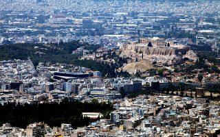 Η μεγάλη ζήτηση για κατοικίες στο κέντρο της Αθήνας, λόγω Airbnb, έχει απογειώσει και τις οικοδομικές άδειες, καθώς για πολλά από τα ακίνητα αυτά απαιτούνται εργασίες ανακαίνισης.