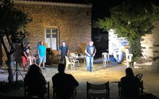 Η Θεατρική Ομάδα Κέας παρουσιάζει φέτος την παράσταση «Δάφνες και πικροδάφνες», των Δ. Κεχαΐδη και Ελ. Χαβιαρά.