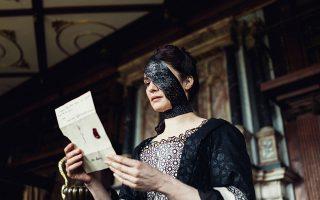 Το υπέροχο κάλυμμα ματιού της Ρέιτσελ Βάις είναι πιθανότατα κι αυτό ανιστόρητο.