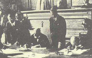 24 Ιουλίου 1923. Ο Ελευθ. Βενιζέλος υπογράφει τη Συνθήκη της Λωζάννης.