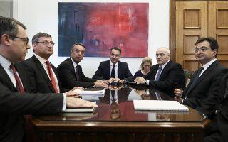 Κατά τη χθεσινή συνάντηση, στο γραφείο του κ. Μητσοτάκη στη Βουλή, συζητήθηκε εκτενώς και η υπό διαμόρφωση συμφωνία μεταξύ της κυβέρνησης και των τραπεζών για την προστασία της πρώτης κατοικίας.