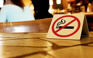 To κάπνισμα απαγορεύεται – μέχρι να αραιώσει ο κόσμος...
