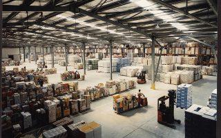 Μεγάλοι λιανέμποροι και εταιρείες τροφοδοσίας ζητούν αποθέματα μιας έως και οκτώ εβδομάδων. Ωστόσο, οι χώροι αποθήκευσης δεν είναι αμέτρητοι, λέει ο Τζέιμς Μπέλμπι, πρόεδρος της ομοσπονδίας διανομέων χονδρικής της Βρετανίας. Εάν η χώρα βγει από την Ε.Ε. χωρίς συγκεκριμένη εμπορική συμφωνία, τότε υπάρχει πιθανότητα να προκύψουν ελλείψεις σε φρέσκα τρόφιμα, να αυξηθούν οι τιμές και να μειωθεί η ποικιλία των προϊόντων.