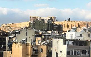 se-leitoyrgia-entos-toy-epomenoy-diminoy-to-xenodocheio-sti-skia-tis-akropolis0