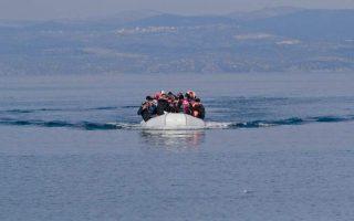 Οσοι πρόσφυγες και μετανάστες φτάνουν στα νησιά από την Τουρκία, τους τελευταίους μήνες, τίθενται σε απομόνωση για 14 ημέρες προληπτικά.