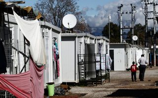 Το νέο κέντρο σχεδιάζεται να έχει χωρητικότητα 500 ατόμων και θα βρίσκεται δίπλα στο υφιστάμενο κέντρο φιλοξενίας αιτούντων άσυλο στον Ελαιώνα, που λειτουργεί από το 2016 (φωτ. INTIME NEWS)..