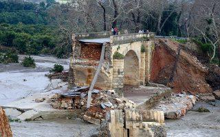 Στον νομό Χανίων κατέρρευσαν δέκα γέφυρες.