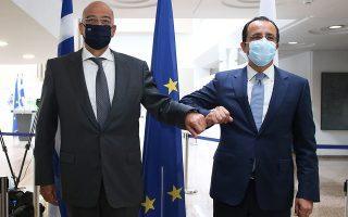 Ο κ. Ν. Δένδιας, μετά τη συνάντησή του, χθες, με τον ομόλογό του κ. Ν. Χριστοδουλίδη, επισήμανε ότι στο επερχόμενο άτυπο συμβούλιο «αναμένεται να συζητήσουμε για τον κατάλογο κυρώσεων εναντίον της Τουρκίας, τον οποίο έχει τη θεσμική υποχρέωση να μας παρουσιάσει ο ύπατος εκπρόσωπος» (φωτ. ΣΤΑΥΡΟΣ ΙΩΑΝΝΙΔΗΣ).