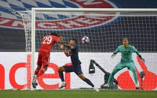 Ο Κίνγκσλι Κομάν, γεννημένος στη Γαλλία, σκοράρει το τέρμα που έκρινε τον τελικό του Τσάμπιονς Λιγκ υπέρ της Μπάγερν.