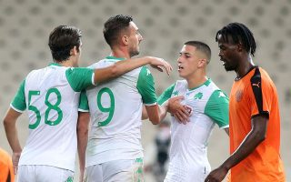 Ο Μακέντα (9) με εξαιρετική προσπάθεια διαμόρφωσε το τελικό 1-0 του Παναθηναϊκού απέναντι στον πιο έτοιμο ΟΦΗ. (Φωτ. INTIMENEWS)