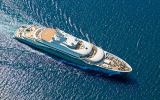 Παρά τη γενικευμένη κρίση στον τουρισμό, η Ελλάδα φαίνεται να διατηρεί ή και να αυξάνει τα μεγέθη της στην προσέλκυση πολύ μεγάλων θαλαμηγών, ευρύτερα γνωστών ως mega yachts.
