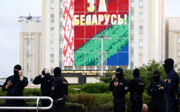 Λευκορωσία: Οι αρχές αφαιρούν τη διαπίστευση δημοσιογράφων ξένων ΜΜΕ