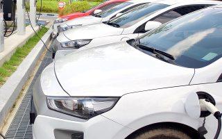 Στις επιχειρήσεις που παράγουν είδη σχετικά με ηλεκτρικά οχήματα, ο φορολογικός συντελεστής κάθε κλιμακίου μειώνεται κατά 5 ποσοστιαίες μονάδες.