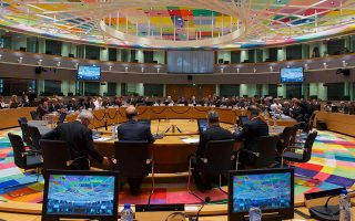 Πριν από τις ανακοινώσεις θα προηγηθεί συμφωνία στο Eurogroup της 11ης Σεπτεμβρίου με τους Ευρωπαίους, καθώς για να υλοποιηθεί το σχέδιο του οικονομικού επιτελείου θα πρέπει να υπάρξει «αναπτυξιακή βοήθεια» από το Ταμείο Ανάκαμψης.