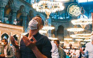 Η μετατροπή της Αγίας Σοφίας σε τζαμί και οι παρεμβάσεις στο εσωτερικό του ναού (το μαρμάρινο δάπεδο με τα γεωμετρικά σχήματα καλύφθηκε από τιρκουάζ χαλιά κ.ά.) επηρεάζουν τις ηχητικές ιδιότητες του χώρου.