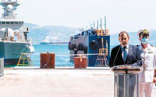 «Οποιος τολμάει να εκστομίσει απειλές θα βρει απέναντί του την ποιότητα και τη δύναμη των Ενόπλων Δυνάμεών μας σε μέσα και σε ανθρώπους», δήλωσε ο υπουργός Εθνικής Αμυνας Ν. Παναγιωτόπουλος, κατά την τελετή καθέλκυσης της πυραυλακάτου «Bλαχάκος», στα Ναυπηγεία Ελευσίνας (φωτ. ΑΠΕ- ΜΠΕ).