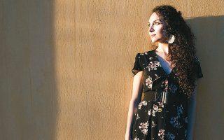 Η Κύπρια Αντρια Αντωνίου ξεχωρίζει με την πολυπολιτισμική της ταυτότητα.