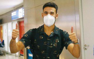 Ο 29χρονος Αργεντινός μεσοεπιθετικός έφτασε χθες βράδυ στο «Ελ. Βενιζέλος» και παρά την ταλαιπωρία του από το πολύωρο υπερατλαντικό ταξίδι, έδειχνε ευτυχισμένος για την επιστροφή του στον Παναθηναϊκό.