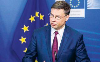 Ο εκτελεστικός αντιπρόεδρος της Ευρωπαϊκής Επιτροπής Βάλντις Ντομπρόβσκις δήλωσε πως «βρισκόμαστε ακόμη σε μια συγκυρία πολύ μεγάλης αβεβαιότητας, με την κρίση να συνεχίζεται, οπότε με ασφάλεια μπορούμε να υποθέσουμε ότι η Κομισιόν δεν θα ενεργοποιήσει και πάλι τους κανόνες τουλάχιστον έως το 2022».