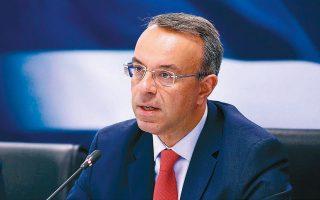 Το σκεπτικό του υπουργού Οικονομικών Χρήστου Σταϊκούρα είναι ότι το 1,4 δισ. ευρώ των αναδρομικών θα είναι πιο απαραίτητο στις αρχές του φθινοπώρου, προκειμένου να ενισχύσει τους οικογενειακούς προϋπολογισμούς που θα έχουν πληγεί από το δύσκολο καλοκαίρι, παρά αργότερα (φωτ. ΑΠΕ).