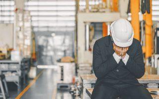 Το Εθνικό Ινστιτούτο Οικονομικών και Κοινωνικών Ερευνών προεξοφλεί πως η πρόωρη απόσυρση του μέτρου θα προκαλέσει κύμα απολύσεων.