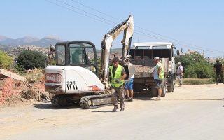 Εργασίες αποκατάστασης στη γέφυρα Βασιλικού, κοντά στη Χαλκίδα (φωτ. ΑΠΕ-ΜΠΕ / ΠΑΝΑΓΙΩΤΗΣ ΚΟΥΡΟΣ).