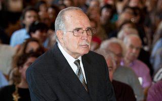 Εφυγε από τη ζωή ο Ντίνος Χριστιανόπουλος, ο αντισυμβατικός ποιητής της Θεσσαλονίκης, σε ηλικία 89 ετών. Πολυσχιδής δημιουργός, δηκτικός, έζησε μια ζωή πληθωρική, ίδρυσε το περιοδικό και την πινακοθήκη «Διαγώνιος» και άφησε πίσω του ένα μεγάλο ποιητικό έργο, που περιλαμβάνει περίπου 350 ποιήματα (φωτ. ΑΠΕ/ΜΠΕ)