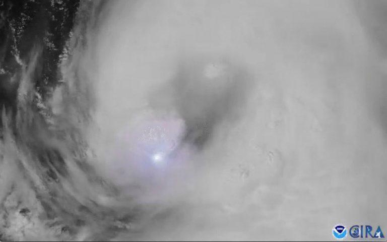ΗΠΑ: Η καταιγίδα Λόρα απειλεί τις αμερικανικές ακτές