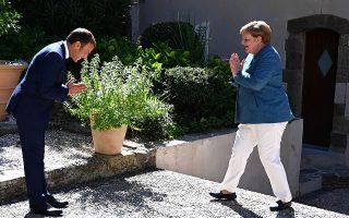 Οι απειλές κατά της κυριαρχίας κρατών-μελών της Ε.Ε. δεν μπορούν να γίνουν αποδεκτές, τόνισαν χθες, μεταξύ άλλων, ο πρόεδρος της Γαλλίας Εμανουέλ Μακρόν και η καγκελάριος της Γερμανίας Αγκελα Μέρκελ, οι οποίοι συζήτησαν στο Φορ ντε Μπρεγκανσόν για την Ανατολική Μεσόγειο, την κρίση του κορωνοϊού και την κατάσταση σε Λιβύη και Λευκορωσία (φωτ. EPA).