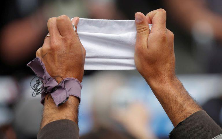Παρίσι: Πρόστιμα σε δεκάδες πολίτες για μη χρήση μάσκας σε διαμαρτυρία