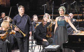 Η Αλεξία Μουζά και ο Γιάννης Καραμπέτσος ήταν σολίστες στο Κοντσέρτο του Ντμίτρι Σοστακόβιτς, που ερμήνευσε η Κρατική Ορχήστρα Αθηνών στο Ηρώδειο, στο πλαίσιο του Φεστιβάλ Αθηνών. Φωτ. ΘΩΜΑΣ ΔΑΣΚΑΛΑΚΗΣ