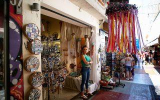 Σύμφωνα με την απόφαση, η παραδοσιακή αγορά της Πλάκας αποτελεί στην πραγματικότητα την «παλιά πόλη της Αθήνας» και διαδραματίζει καθοριστικό ρόλο στην ανάπτυξη του τουρισμού (φωτ. INTIME).