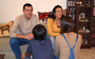 Η πολύτεκνη οικογένεια της Ευτυχίας Μίχου συμμετέχει από το 2017 στο πρόγραμμα βραχυπρόθεσμης αναδοχής ασυνόδευτων ανηλίκων της ΜΕΤΑδρασης. Εκτοτε, στο σπίτι τους στο Πόρτο Ράφτη, έχουν φιλοξενηθεί έντεκα παιδιά από τη Συρία, το Αφγανιστάν, το Πακιστάν και το Ιράν.