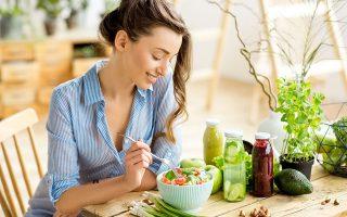 Βγάλτε το κρέας ή τουλάχιστον περιορίστε το από τη διατροφή σας για μια σειρά λόγους: υγείας, περιβαλλοντικούς κ.ά. (Φωτ. SHUTTERSTOCK)