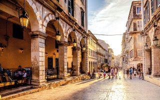 Η παλιά πόλη της Κέρκυρας θεσμοθετήθηκε ως ιστορικό διατηρητέο μνημείο από την UNESCO το 2007 και παραμένει σχεδόν ίδια από την εποχή της Ενετοκρατίας. (Φωτογραφία: VISUALHELLAS.GR)