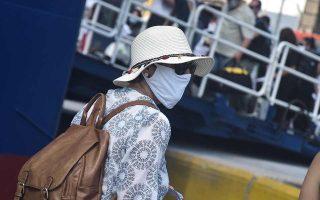 Αντί για αντηλιακό, μάσκα. Φωτ. INTIME NEWS