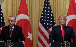Ο Τραμπ δεν είναι ο πρώτος Αμερικανός πρόεδρος που υποτίμησε τον Τούρκο πρόεδρο Ερντογάν, όμως οι επιπτώσεις της αδράνειάς του μπορεί να καθορίσουν την υστεροφημία όχι μόνο του ιδίου, αλλά και του διαδόχου του.