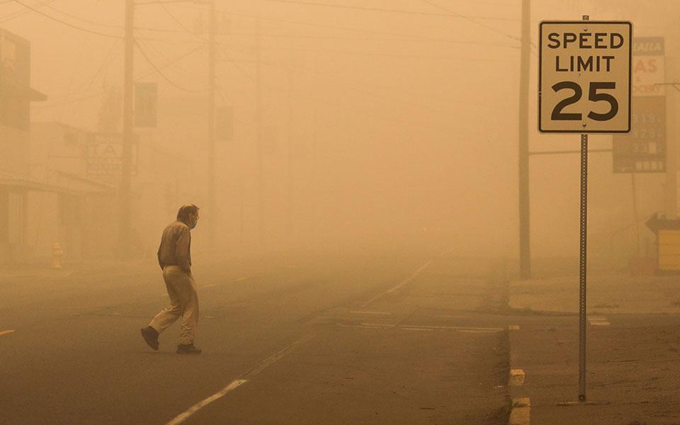 ΗΠΑ: 24 νεκροί από τις πυρκαγιές – Εντολή να εκκενώσουν τα σπίτια τους έλαβαν 500.000 άτομα