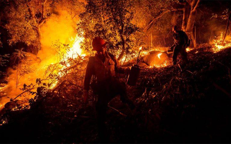 ΗΠΑ: Οι φονικές πυρκαγιές στο επίκεντρο της καμπάνιας Τραμπ-Μπάιντεν