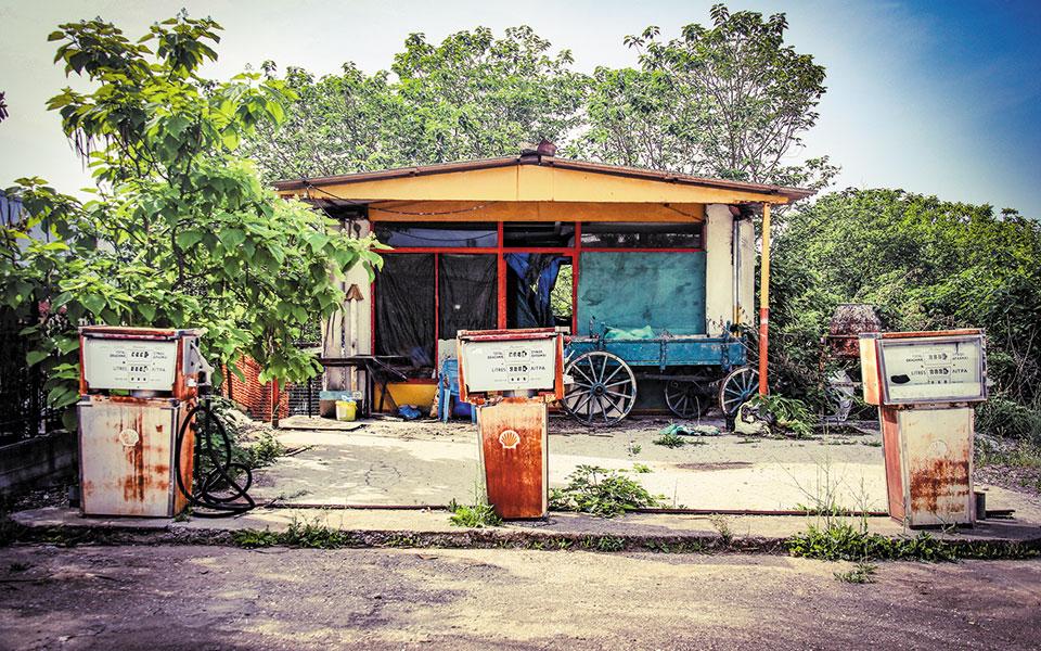 Εγκαταλελειμμένο βενζινάδικο στους Σιταγρούς. Φωτ. ΣΤΕΦΑΝΟΣ ΠΑΣΒΑΝΤΗΣ