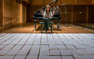 Η πιανίστρια Αννα Ζασίμοβα ερμηνεύει με ευαισθησία τους δύο ποιητικούς μουσικούς μονολόγους του Κατουάρ. (Φωτ. Robert Harder)