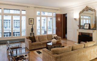 Οι χώροι υποδοχής της οικίας στην οδό Μποζόν 20-22.