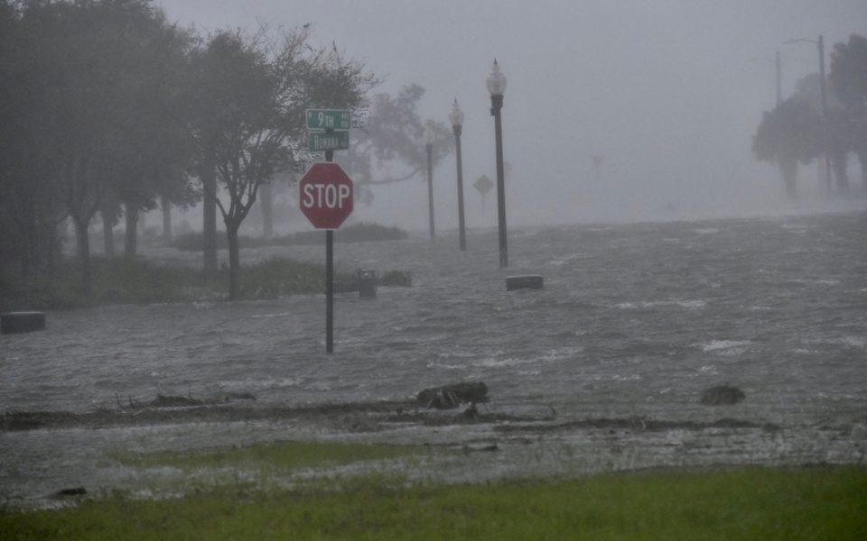 Flooding due to Hurricane Sally is seen in Pensacola, Florida, U.S. September 16, 2020.  Tony Giberson/News-Journal/USA Today Network via REUTERS.