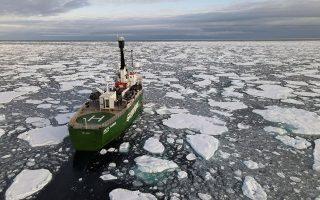O όγκος των πάγων που έλιωσαν στον Αρκτικό Ωκεανό ήταν ο δεύτερος μεγαλύτερος στην ιστορία της καταγραφής τους (φωτ. REUTERS).