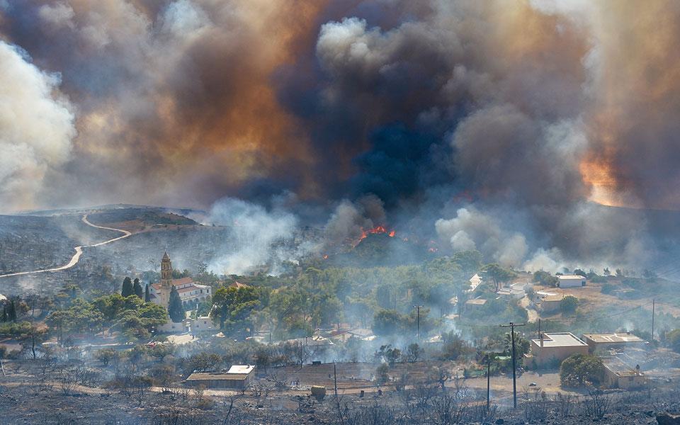 Από το πρωί της 4ης Αυγούστου 2017 που εκδηλώθηκε, η πυρκαγιά στα Κύθηρα έκαιγε έως τις 9 Αυγούστου. (Φωτ. INTIME NEWS)