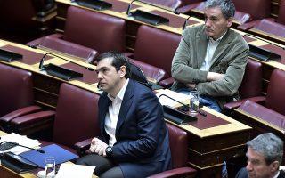 Ο Ευκλείδης Τσακαλώτος έχει ξεκαθαρίσει πως δεν είναι «δελφίνος», ενώ οι σχέσεις του με τον Αλέξη Τσίπρα έχουν περάσει από διακυμάνσεις και κατά την περίοδο της διακυβέρνησης ΣΥΡΙΖΑ. Ωστόσο, η συγκυρία σήμερα είναι διαφορετική και η αμφισβήτηση στο πρόσωπο του προέδρου βάζει «φρένο» στο κόμμα.