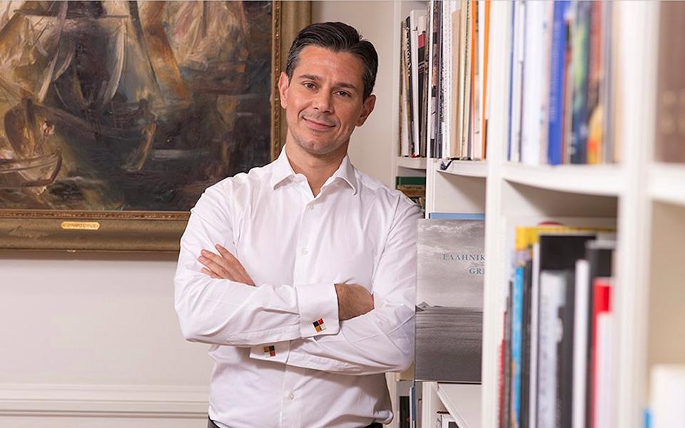 «Δεν αντιμετωπίζουμε το μέλλον με ανασφάλεια», λέει ο Χάρης Σιαμπάνης και τονίζει πως αξιολογεί τις προτεραιότητες του Μουσείου με σκοπό τη βιωσιμότητά του.