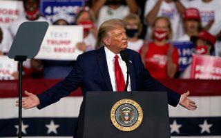 Eνας πρόεδρος σε προεκλογική περίοδο μπορεί να τροφοδοτήσει νέες διεθνείς κρίσεις και παράλληλα να αναγκάσει τους Αμερικανούς να συσπειρωθούν γύρω από την αμερικανική σημαία. (Φωτ. ASSOCIATED PRESS)